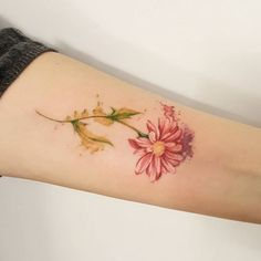 Daisy Flower Tattoo. Love the softness of this tattoo, but would like it to be a traditional white-ish color.