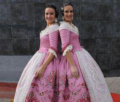 Los trajes siglo XVIII que estrenó la corte días atrás rememoran la época en la que nació el concepto de «moda». Estos diseños son su máxima expresión en la vestimenta valenciana