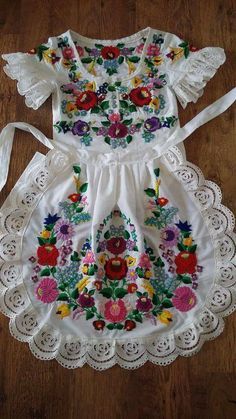 Hungarian Embroidery, Folk Embroidery, Cross Stitch Embroidery, Vbs Crafts, Folk Fashion, Lace Making, Apron, Victorian, Summer Dresses