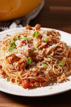 Ground Turkey Bolognese - Food - Bring out your inner Italian grandma and make the (lighter) bolognese of your dreams. Healthy Turkey Recipes, Healthy Ground Turkey, Ground Turkey Recipes, Healthy Sauces, Turkey Bolognese, Bolognese Recipe, Sauce Carbonara, Skinny Pasta, Pasta Recipes