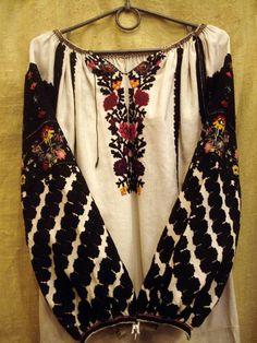 Ukrainian embroidery. Ethnic Fashion, Boho Fashion, Womens Fashion, Fashion Trends, Fashion Design, Bohemian Costume, Polish Embroidery, Ukrainian Dress, Embroidered Clothes