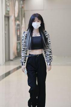 Airport Style, Airport Fashion, Korean Girl Fashion, Kpop, Medium Hair Styles, Cool Style, Street Wear, Dressing, Fashion Outfits