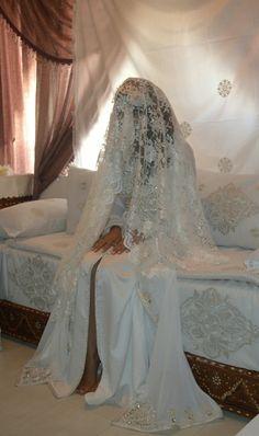 Gallery Henna By Cocolily Foto Wedding, Wedding Henna, Wedding Photos, Wedding Prep, Wedding Day, English Wedding Dresses, Wedding Hijab Styles, Moroccan Wedding, Abaya Fashion