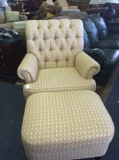 This is probably an Ethan Allen Chair but for what ever reason, there's no tag.  Everything we got out of this entire estate was Ethan Allen, no reason this shouldn't be as well.  It it had a tag, it'd be $500 even used.  Nice comfy chair.  Come on in and take a look at all our furniture.  Excellent quality at a fraction of the price of new.   <br>  <br>Delivery Available        <br>Major Credit Cards Accepted   <br>  <br>WE THINK YOUR GONNA LIKE OUR STORE.  COME ON IN AND SEE WHY. <br…