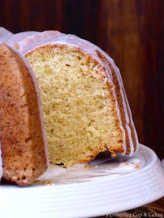 Vanilla Bean & Sour Cream Bundt Cake {Bizcocho de Vainilla y Nata Agria} | Pemberley Cup & Cakes