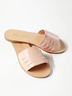 Jenni Kayne - Braided Slide Sandal - Natural Lizard Shoes Flats Sandals, Flat Sandals, Slide Sandals, Strap Sandals, Leather Slippers, Leather Sandals, Trendy Sandals, Shoe Company, Women's Feet