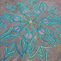 Sand painting Jan 9th 2016    Follow me on Facebook http://www.facebook.com/joe.mangrum.art When sharing please include my links Ⓒ 1994-2015 Joe Mangrum http://www.joemangrum.com #sandart #sandpainting #NYC @joemangrum #colorful #art #streetart #art #streetlife To order T-shirts and more: j.mp/6colormangrum