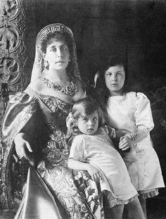 Victoria Melita with Marie and Kira