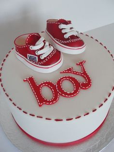 Bonjour à tous !  Lorsque c'est l'anniversaire d'un petit garçon, on doit faire preuve d'imagination pour réaliser un beau gâteau 100% baby boy. Mais ce n