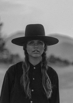 Cowboy Photography, Female Character Inspiration, Cowboy Up, Western Movies, Beautiful Horses, Female Characters, Westerns, Cowgirls, Fashion Beauty