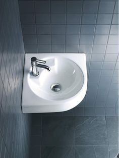 Duravit offers the various types of wash basin designs, bathroom sinks, wash-hand basins for your modern and comfortable bathroom. Find the luxurious wash basin & wash bowl at a Duravit. Bathrooms Online, Upstairs Bathrooms, Dream Bathrooms, Downstairs Loo, Cloakroom Basin, Bathroom Basin, Small Bathroom, Duravit, Lavabo D Angle