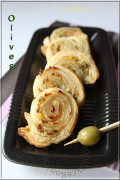 Des petits feuilletés au Kiri chèvre, une petite merveille à déguster à l'apéro :) #kiri #recette #feuillete #chevre #apero #gourmand #goat #cheese #olive #facile
