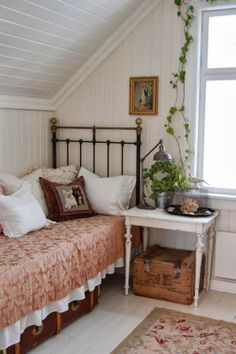 Home Decoration Ideas Modern .Home Decoration Ideas Modern Room Ideas Bedroom, Cozy Bedroom, Bedroom Decor, Bedroom Interiors, Small Cottage Interiors, Country Cottage Bedroom, French Cottage Decor, Bedroom Signs, Decorating Bedrooms