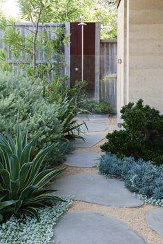 Elegant gartenwege gestalten gartenideen gehwegplatten pflanzen
