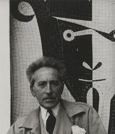 Jean Cocteau, foto di Paul Strand, Cap Ferrat, Alpes-Maritimes, Francia, c.1956. Jean Cocteau, Ferrat, Graffiti Lettering, France, Banksy, Urban Art, Black And White Photography, Beauty And The Beast, Painters