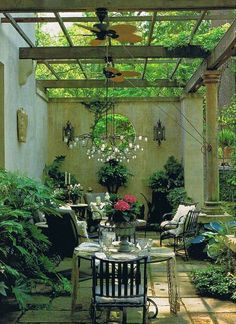 Sit a Spell source A formal sitting area in the garden. I adore. Love the two french daybeds in black and white linens. sou...