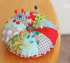 I took a break from my To-Do list last weekend to make a new pincushion (or 2).  These would make cute little gifts, so I included a quick template and tutorial if you'd like to make your own....