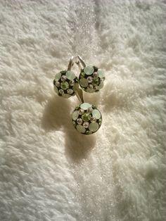 Set pandantiv si cercei din argint (10 mm) cu cristale Swarovski (crysolite opal,peridot) montate in Ceralun. PREFERATELE MELE!!!!