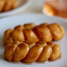 Koeksisters are small crispy donuts that are popular in South Africa. They are braided and fried, then soaked in a fragrant sugar syrup. African Bread Recipe, Beignets, Macaron D Amiens, Koeksisters Recipe, South African Recipes, Ethnic Recipes, Africa Recipes, Jamaican Patty, African Dessert