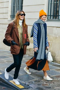 #EceSukan & #ElisaNalin casually strolling around Paris being amazing.