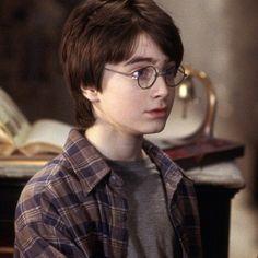 Daniel as harry Harry Potter Tumblr, Harry James Potter, Harry Potter Hermione, Draco Malfoy, Harry Potter Villains, Young Harry Potter, Mundo Harry Potter, Harry Potter Icons, Harry Potter Pictures