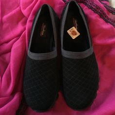 Black Sketchers with memory foam insoles. NEW Black Sketchers with memory foam insoles. Skechers Shoes Flats & Loafers