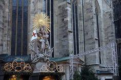 En güzel dekorasyon paylaşımları için Kadinika.com #kadinika #dekorasyon #decoration #woman #women Christmas Market at St. Stephen's Cathedral Vienna