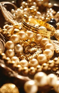 <3Pearls & Gold