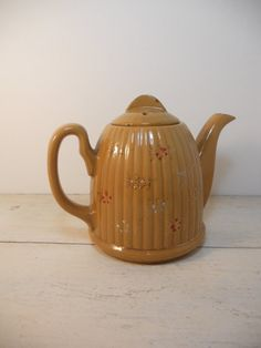 Vintage Pottery Teapot -yelloware?