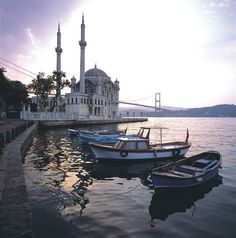 Ortakoy, like the boats in the front, could spruce up the sky
