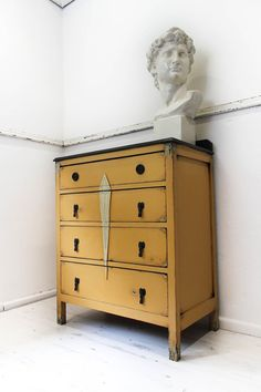 *** Please note this item is no longer available for sale ***  Welcome to my listing.  ART DECO STYLE CHEST OF DRAWERS  A gorgeous set of deco
