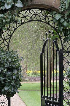 I love garden gates that allows the public a peek into what lies beyond. This gate design beckons: Come Into the Garden Garden Entrance, Garden Doors, Entrance Gates, Tor Design, Gate Design, Kew Gardens, Outdoor Gardens, Dream Garden, Garden Art