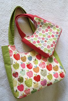 summer tote bag - i like the curvy shape, but may try without the side panels?