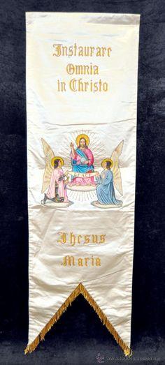 ESTANDARTE PINTADO Y BORDADO SOBRE SEDA. CIRCA 1900. Instaurare Omnia in Christo