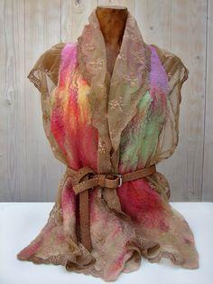 Wollen vilten sjaal met kant