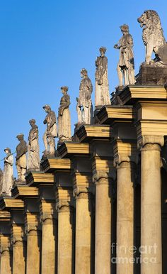 ✯ Residenz palace columns and statues - Munich, Germany