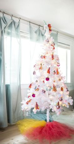 Making a themed Christmas tree is just one of those things that I never gave much thought to before - Until my team suggested making a unicorn Christmas tree. A UNICORN CHRISTMAS TREE. Christmas Card Images, Creative Christmas Trees, Pallet Christmas Tree, Diy Christmas Decorations Easy, Christmas Tree Themes, Pallet Tree, Holiday Decorating, Decorating Ideas, Decor Ideas