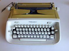 Vintage Royal Safari Gold Manual Typewriter by TresconyAntiques Retro Typewriter, Retro Office, Vintage Typewriters, Mad Men, 1960s, Safari, Manual, Vintage Items, Mid Century