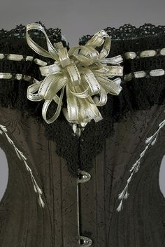 1880s corset from Warsaw, Poland, by M Grochovska. That bow, that lace! Love. Photographed by Jo (Bridges on the Body).
