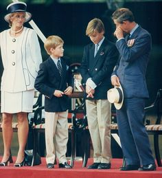 August Princess Diana, Prince Harry, Prince William & Prince Charles attend the commemoration of VJ Day in London. Princess Diana Dresses, Princess Diana Family, Royal Princess, Prince And Princess, Princess Of Wales, Prince Charles And Diana, Prince Harry And Meghan, Prince William, Diana Son