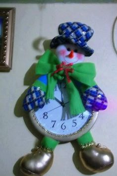 Pattern, not in english Snowman Crafts, Christmas Crafts, Christmas Decorations, Christmas Ornaments, Holiday Decor, Projects To Try, Diy Crafts, Wreaths, Pattern