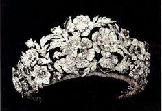 The Cronaca Italian floral diamond tiara            Re: Do you have a dream tiara?  « Reply #1683 on: December 09, 2010, 08:00:55 AM »    The Cronaca Italian floral diamond tiara