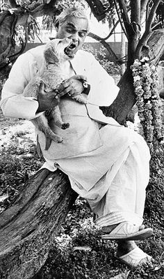 *HD* Atal Bihari Vajpayee Rare Old Photos (Black & White photos) - Rare Pictures, Historical Pictures, Rare Photos, Hd Photos, History Of India, History Photos, Black White Photos, Black And White, Atal Bihari Vajpayee