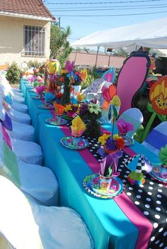 Best Baby Shower Party Themes Alice In Wonderland Ideas Mad Hatter Birthday Party, Mad Hatter Party, Mad Hatter Tea, Mad Hatters, Birthday Table, Birthday Ideas, Girl Birthday, Mad Hatter Wedding, Party Table Decorations