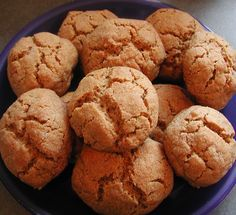 Recipes for chewy ginger cookies Chewy Ginger Cookies, Ginger Bread Cookies Recipe, Molasses Cookies, Cookie Recipes, Healthy Diet Recipes, Healthy Eating, Easy Recipes, Butter Flavored Crisco, Cookie Do
