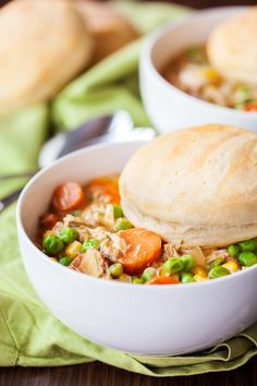 This Slow Cooker Chicken Pot Pie is the best chicken pot pie you have ever eaten. It's just the same as a traditional pot pie, but not encased in a crust. Crock Pot Soup, Crock Pot Slow Cooker, Crock Pot Cooking, Slow Cooker Chicken, Slow Cooker Recipes, Crockpot Recipes, Soup Recipes, Dinner Recipes, Cooking Recipes