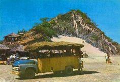 El Rodadero&la primera chiva rumbera,propiedad de Julita Rodriguez. Santa Marta, Buses, Ford, Country Roads, Dodge Trucks, Staircases, Colombia, Busses