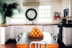 kitchen and fruit-scapes West Indies Style, British West Indies, Coastal Kitchens, Tropical Homes, British Colonial Decor, California Style, Kitchen Shelves, Beautiful Kitchens, Cuban