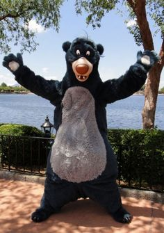 Last-minute tips for a magical Disney World summer vacation. Don't forget the bare necessities Disney World Resorts, Disney Vacations, Disney Trips, Disney Parks, Disneyland Costumes, Disneyland Trip, Disney Fast Pass, Disney Love, Disney Disney