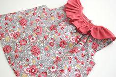 DIY How to make ruffle blouse for girls (free patterns) Baby Girl Patterns, Baby Clothes Patterns, Girl Dress Patterns, Clothing Patterns, Top Volant, Couture Bb, Pillowcase Dress Pattern, Girls Blouse, Diy Fashion